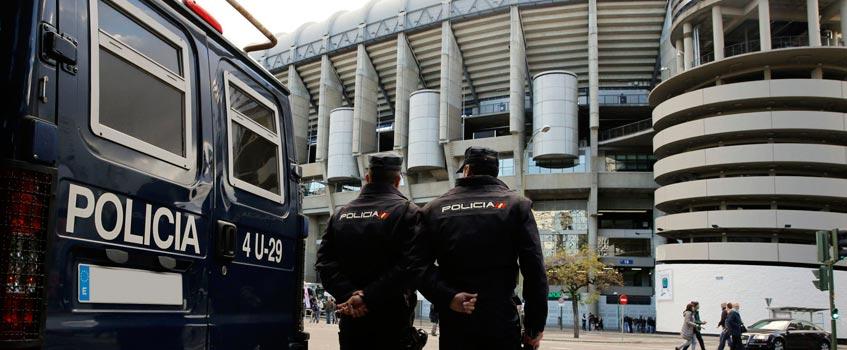policia bernabeu - La Policía Judicial registró las oficinas del Santiago Bernabéu